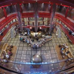Vue de l'atrium par les ascenseurs !
