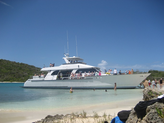Catamaran pour faire le tour de l'ile d'Antigua...